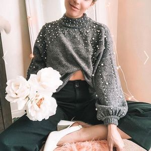 Radiant Pearls Knit Sweater in Grey. Aplaca blend